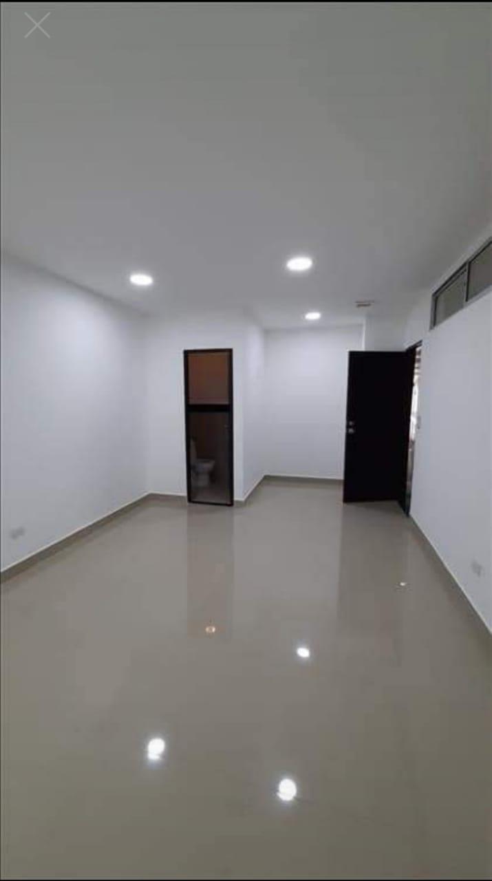 OFVOC-0002 Venta de oficina en centro comercial.