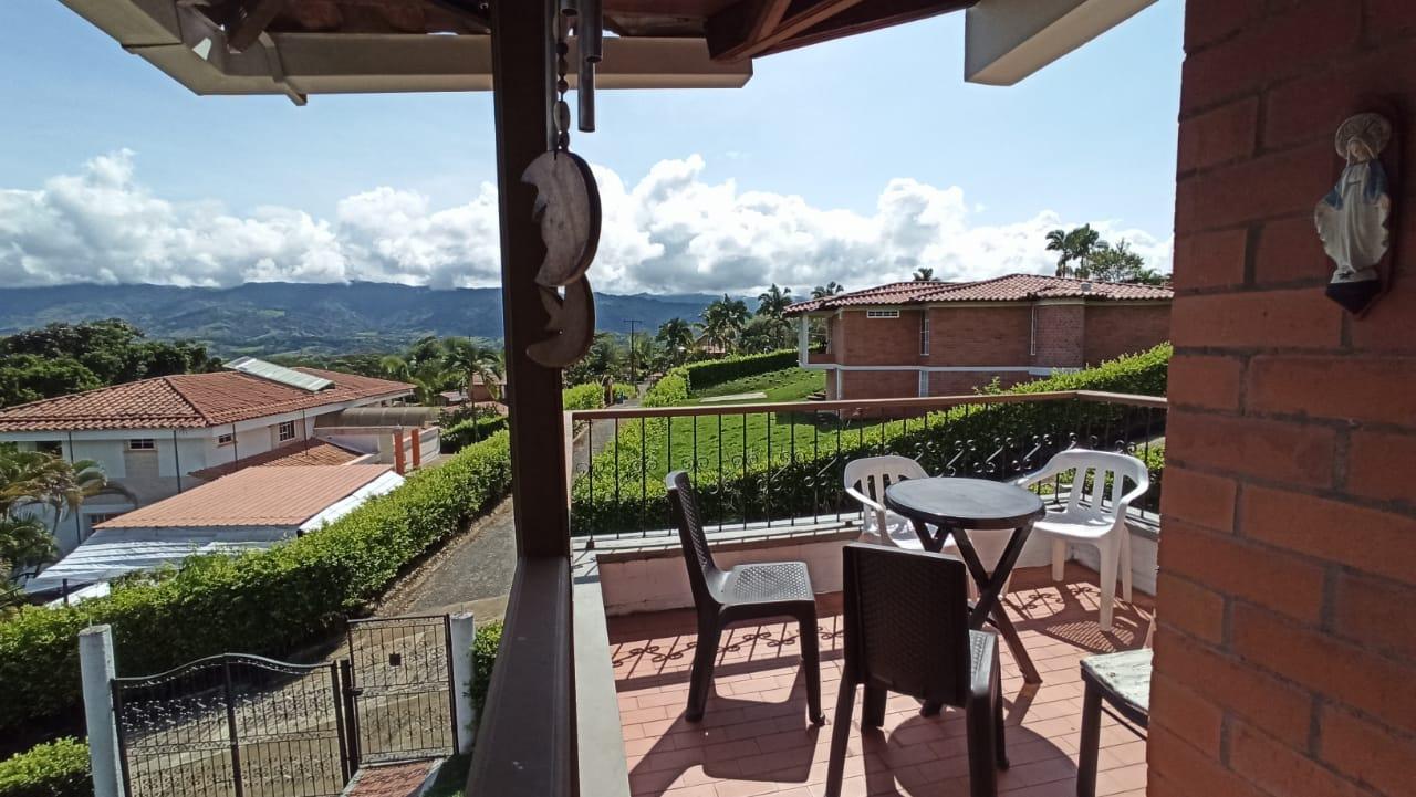 CÑVOC-0058 Se vende cabaña en Viterbo, Caldas.