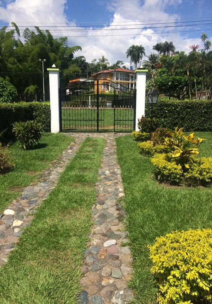 CVOC-0093 Se vende casa en Condominio en la vía Manizales – Medellín.