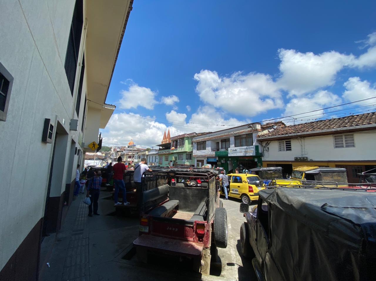 C-56E Se arrienda local comercial en Chinchiná, sector plaza de mercado.