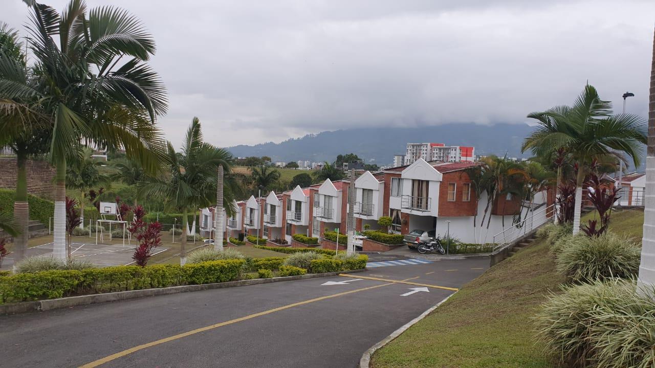 CVOC-0134 Se vende casa en Dosquebradas, en conjunto cerrado.